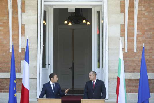 Le président bulgare Roumen Radev (à droite) et le président français, Emmanuel Macron, à Varna, le 25 août.