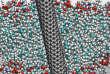 Un nanotube de carbone traversant une membrane biologique.