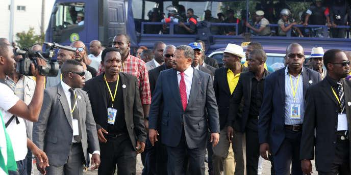 Le 25juillet 2017, à Libreville, un rassemblement en faveur de l'opposant gabonais Jean Ping (au centre) a été dispersé par la police.