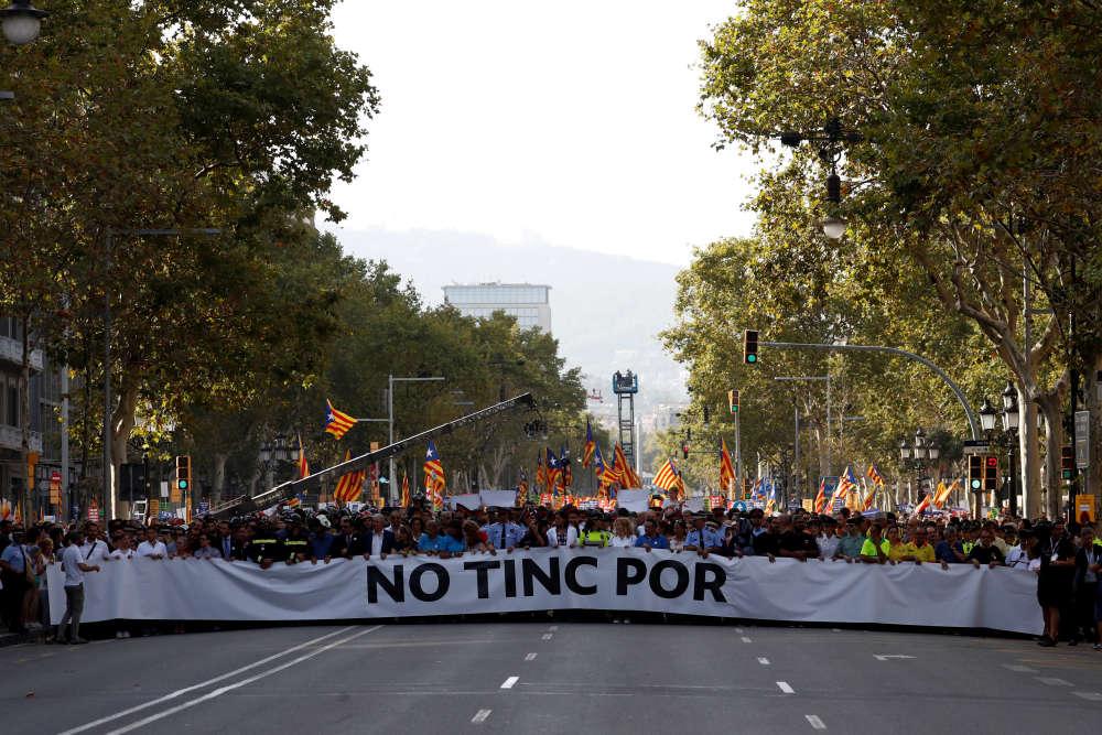 Derrière la banderole de tête «No tinc por» («Je n'ai pas peur», en catalan), le premier rang estréservé aux représentants des collectifs qui, dès la première minute, s'étaient occupés des victimes.