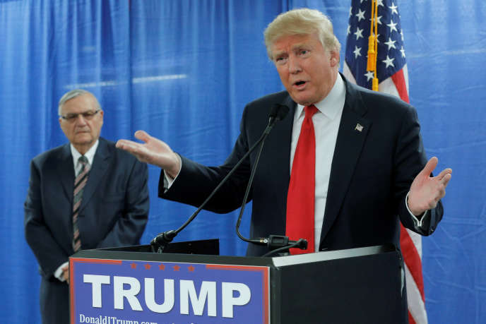 Le candidat républicain Donald Trump avec à ses côtés Joe Arpaio,lors d'un meeting à Marshalltown (Iowa), le 26 janvier 2016.