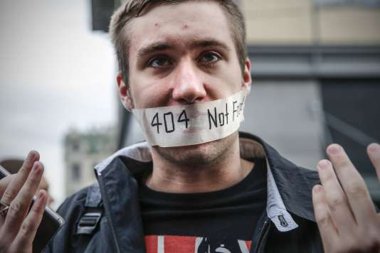 A Moscou, le 26 août. Un millier de personnes ont défilé contre le renforcement de la surveillance et des restrictions sur Internet.
