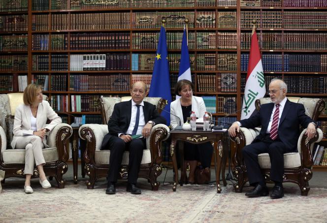 De droite à gauche, le ministre des affaires étrangères irakien, Ibrahim Jaafari, le chef de la diplomatie française Jean-Yves Le Drian, et la ministre des armées, Florence Parly.