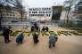 Le mot« démocratie» écrit avec des fleurs devant l'ambassade de Turquie, à Berlin, le 7 avril.