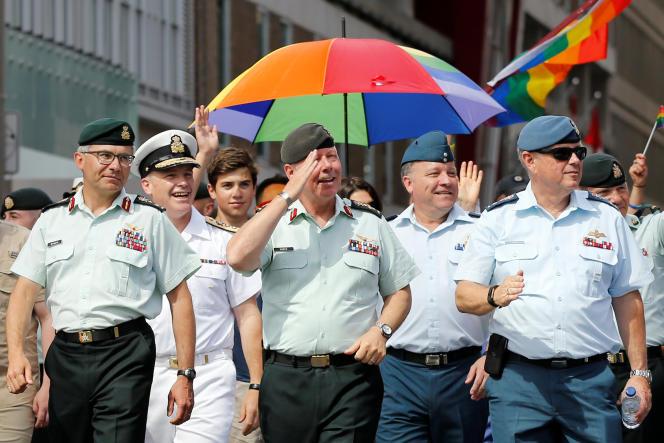 Le chef d'état-major canadien Jonathan Vancedimanche 27 août, lors de la Gay Pride d'Ottawa.