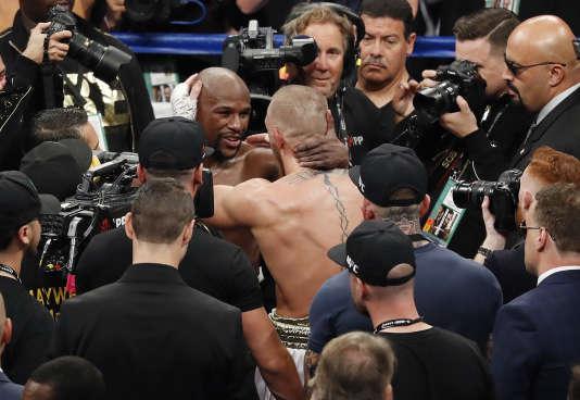 Les adversaires se sont chaleureusement salués à la fin du combat.