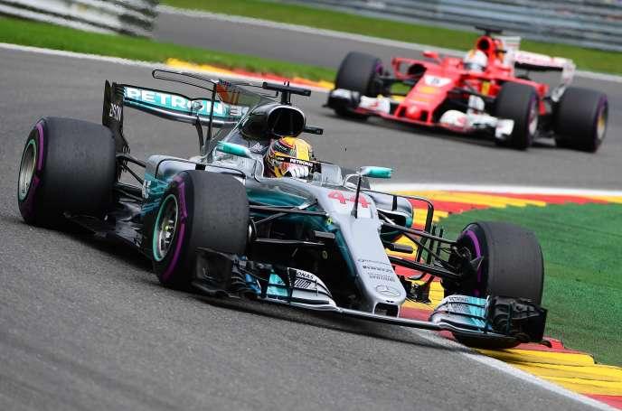Lewis Hamilton devant Sebastian Vettel lors du GP de Belgique, le 27 août.