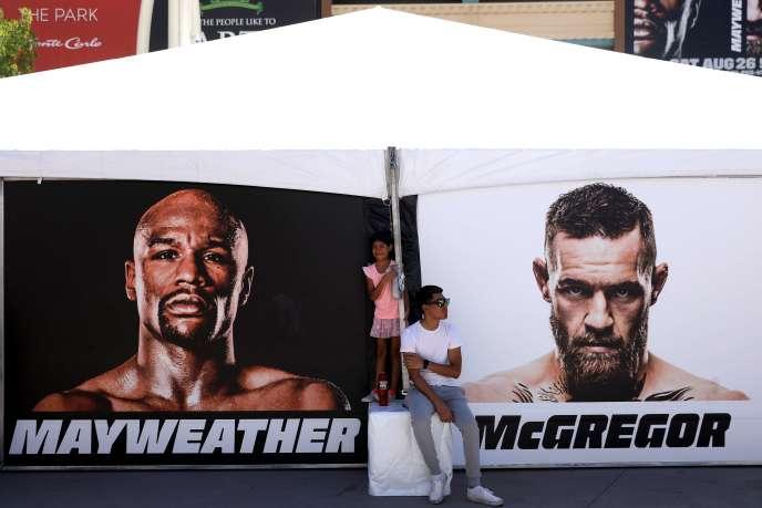 Devant la T-Mobile Arena à Las Vegas, le 26 août.