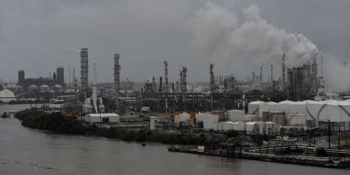 La raffinerie de Houston Valero est menacée par les inondations provoquées par la tempête Harvey.
