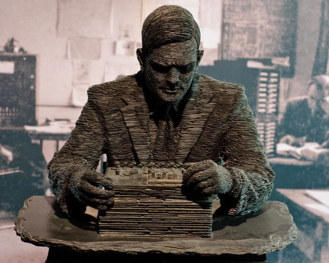 Cette correspondance, qui s'étale de début 1949 jusqu'à sa mort, en 1954, relève de son activité professionnelle et ne laisse rien paraître des grandes souffrances endurées par Turing.