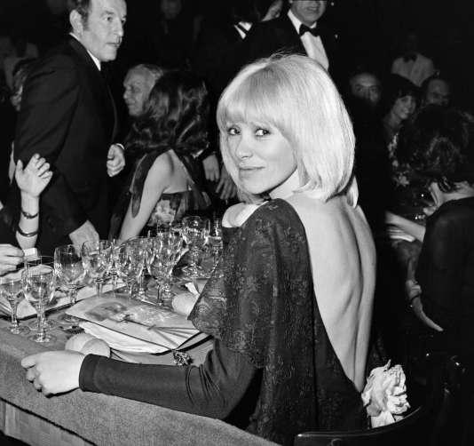 Mireille Darc àNice en 1976 .