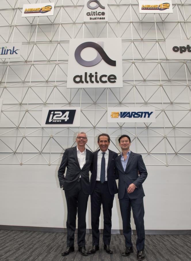 Michel Combes, directeur général d'Altice, Patrick Drahi fondateur du groupe, et Dexter Goei, directeur général d'Altice USA, le 23 mai, à New York.