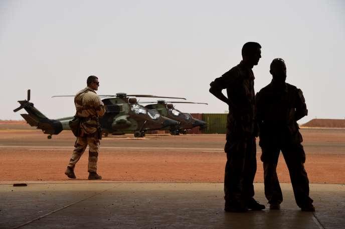Des soldats français de l'opération anti-terroriste« Barkhane» en mission au Sahel, à Gao (Mali), le 19 mai.