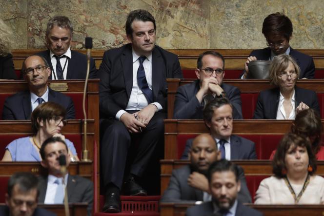 Thierry Solère et le groupe Les Constructifs, à l'Assemblée nationale le 28juin.