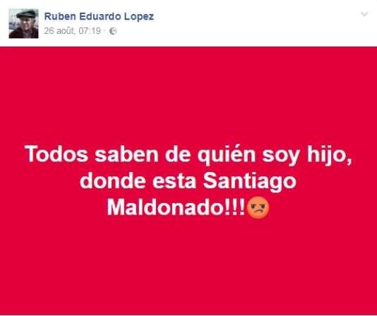 «Tout le monde sait qui était mon père. Où se trouve Santiago Maldonado !!!», écrit sur son profil Facebook Rubén Eduardo Lopez, fils de Jorge Julio Lopez, disparu en décembre 2006 en Argentine, le 26 août 2017.