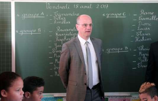 Le ministre de l'éducation, Jean-Michel Blanquer, en visite à l'école primaire Michel-Debré à Saint-Denis sur l'île de la Réunion, le 18 août.