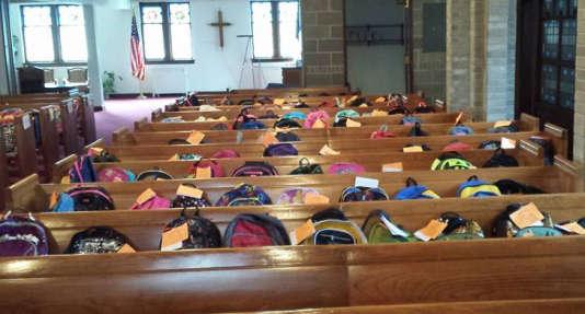 Le« backpack blessing» est une tradition bien ancrée dans certaines paroisses américaines.
