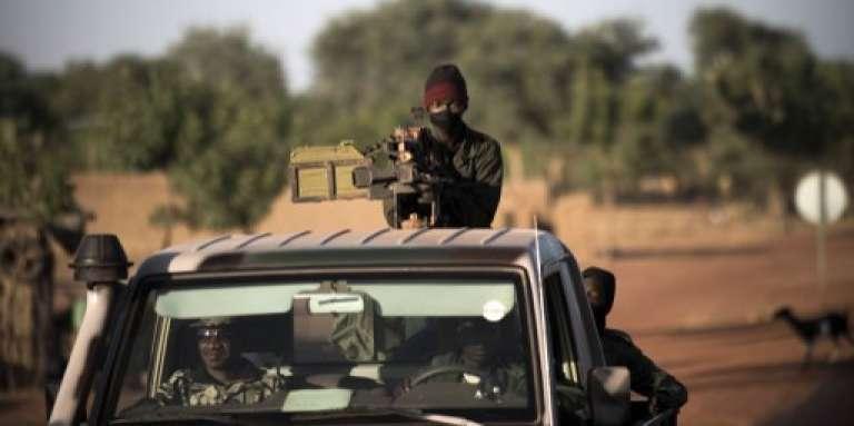 Une patrouille de l'armée malienne dans la région de Mopti, au centre du pays, en janvier 2013.