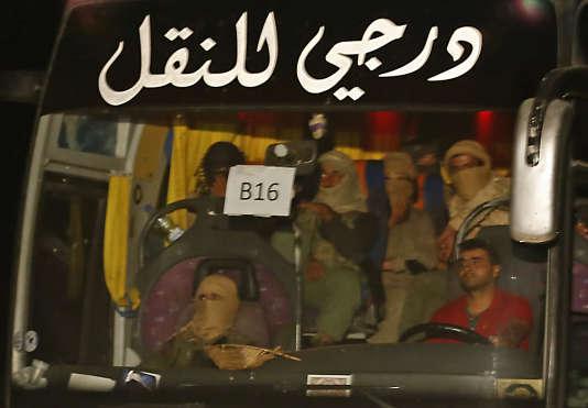 Le convoi d'une vingtaine de bus (ici près de la frontière libanaise), été visé entre les villes de Palmyre Al-Boukamal.