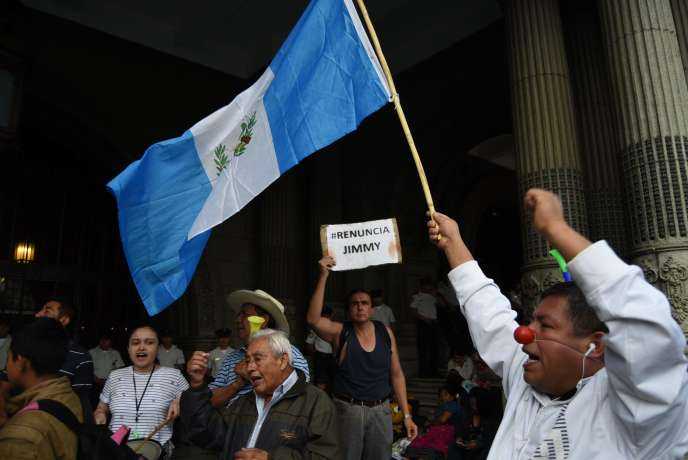 « Renonce, Jimmy», exhorte un manifestant à l'adresse du président guatémaltèque, à Guatemala City, le 28 août.