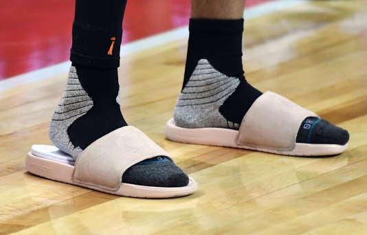 32bbd64569e Les Allemands fiers – et un peu effarés – de la mode « claquettes-chaussettes  » en France