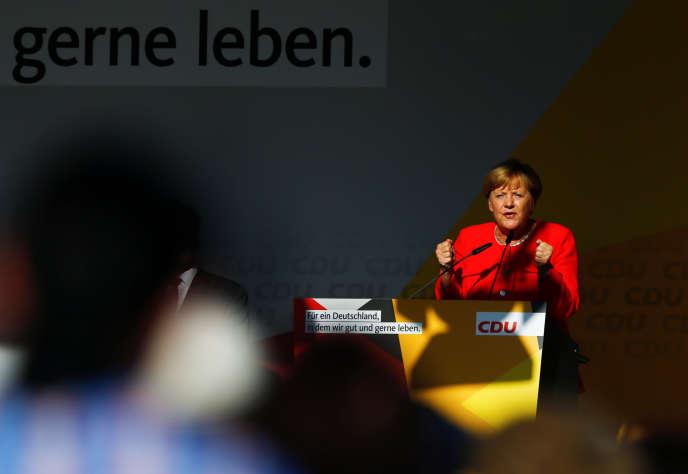 Le reflux de l'extrême droite «s'explique aussi par la mise au second plan de la question migratoire dans l'agenda politique et le paysage médiatique» (Photo: Angela Merkel, favorite des sondages pour les élections législatives du 24 septembre, lors d'un meeting de campagne, àBitterfeld-Wolfen, le 29 août).