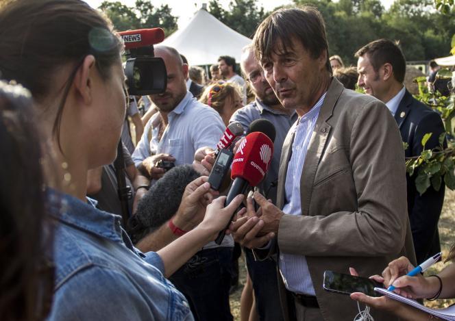 Le ministre de la transition écologique et solidaire, Nicolas Hulot, le 29 août à Chavagne.