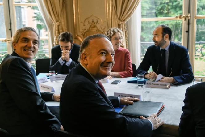 Le président de l'Union des industries et métiers de la métallurgie Alexandre Saubot et le président du Medef Pierre Gattaz, à Matignon le 25 juillet.