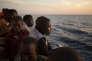 Des migrants sub-sahériens attendent d'être débarqués dans le port de Pozzallo, dans le sud de la Sicile, en juin.