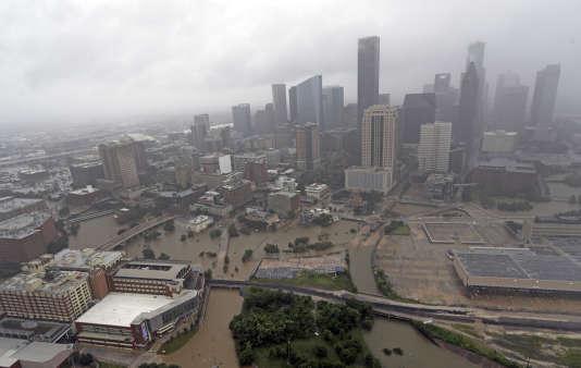 La ville de Houston inondée après le passage de la tempête Harvey, mardi 29 août.