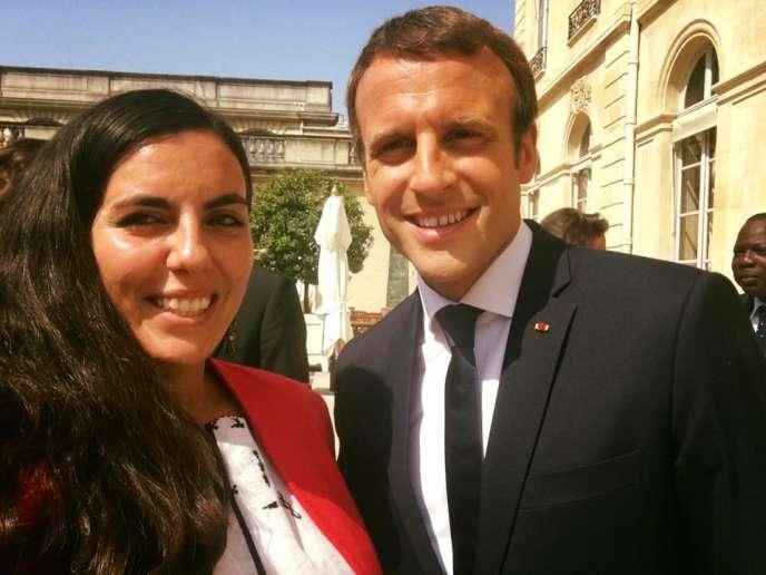 Un « selfie» de Sarah Toumi avec Emmanuel Macron à l'Elysée, à Paris, le mardi 29 août. Image tirée de sa page Facebook.