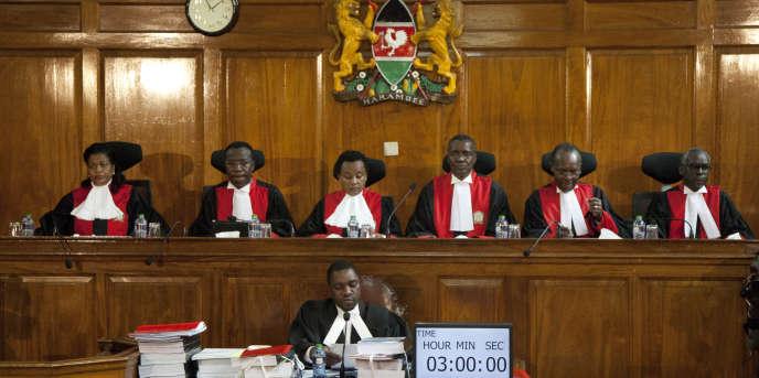 La Cour suprême du Kenya a ordonné la tenue d'un nouveau scrutin présidentiel, jugeant que des « irrégularités » ont compromis l'intégrité de l'élection.