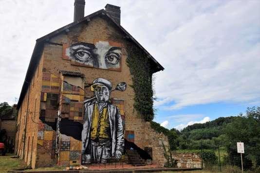 Œuvre du duo EvazéSir du collectif No Rules Corp, créé lors du festival d'inauguration du Musée des arts urbains et du street art, à Toulouse-le-Château, le 7 juillet.