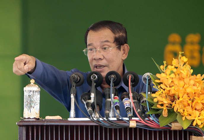 Le premier ministre Hun Sen, lors d'une visite d'entreprise, à Phnom Penh le 30 août.