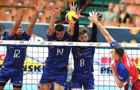 Stephen Boyer, Nicolas le Goff et Julien Lyneel de l'équipe de France de volleyball face à l'équipe tchèque lors des barrages de l'Euro2017.
