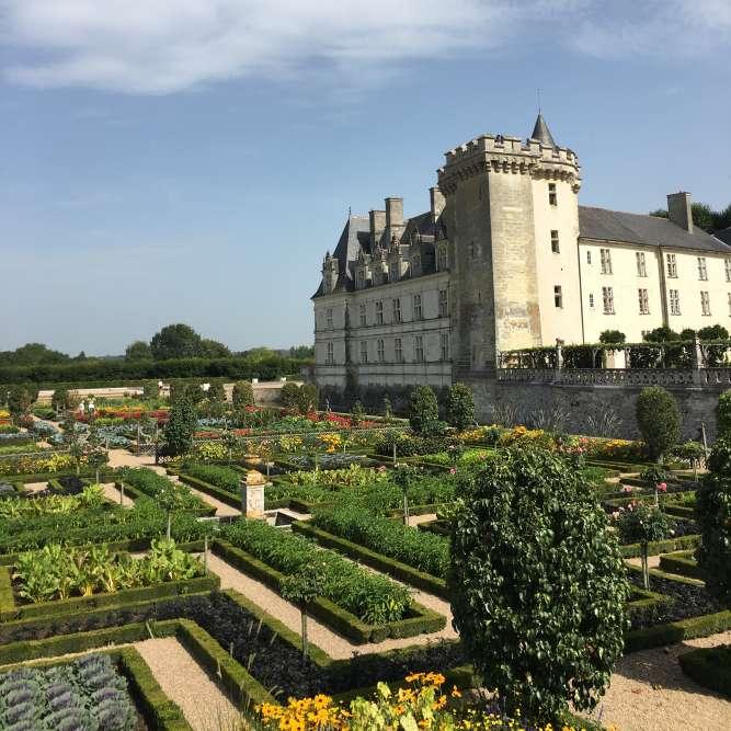 C'est au début du XXe siècle que son nouveau propriétaire, Joachim Carvallo, restaure le château et recrée les jardins en s'appuyant sur l'archéologie et les témoignages d'ouvrages anciens.