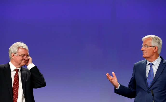 David Davis et Michel Barnier à Bruxelles, le 31 août.