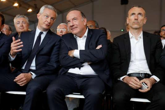 Pierre Gattaz, président du Medef, entouré du ministre de l'économie, Bruno Le Maire et du Pdg de Danone, Emmanuel Faber, le 30 août.