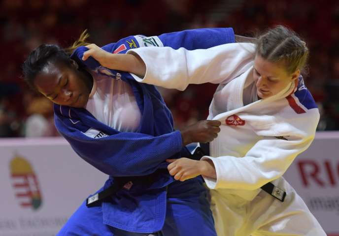 La Française Clarisse Agbegnenou obtient un second titre de championne du monde de judo dans la catégorie des moins de 63 kg.