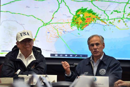 Le président américain Donald Trump et le gouverneur du Texas Greg Abbott, à Austin le 29 août.