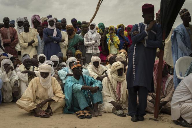 Des habitants réunis à Kabelawa, au Niger, le 9août 2017.