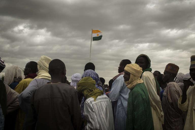 Le 9août 2017, des responsables politiques, religieux et économiques, des membres de la société civile et des habitants se sont réunis à Kabelawa, au Niger, pour réclamer la libération d'otages de Boko Haram.