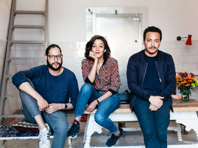 L'équipe de Think Tanger, Hicham Bouzid, Amina Mourid et Nassim Azarzar.