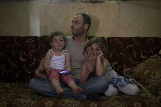 Le trafic d'organes concerne surtout les reins mais peut toucher d'autres parties du corps. Jaul, ici en2014, au Liban, avec ses filles, a vendu sa cornée, notamment pour soigner l'asthme de l'une d'elles.