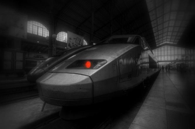 """« """"L'industrie du futur""""ou """"4.0""""se caractérise par un double mouvement : une recherche d'efficacité et le développement de services """"on top""""... Les fabricants de rames de train, par exemple, valorisent les données recueillies sur les usagers pour proposer de nouveaux services»."""