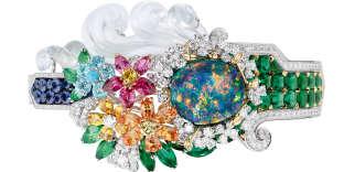 Bracelet «Bosquet de L'Encelade», en or blanc, rose et jaune, cristal de roche, émeraudes, grenats spessartites et tsavorites, saphirs, spinelles roses et rouges, tourmaline type Paraïba, diamants jaunes et turquoise, de Dior Joaillerie.