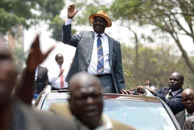 Raila Odinga prend un bain de foule après que la Cour suprême a invalidé la victoire du président sortant Uhuru Kenyatta, à Nairobi, le 1er septembre.