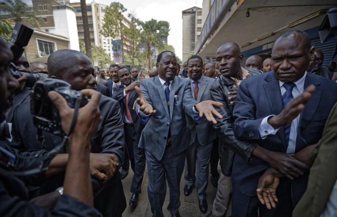 Raila Odinga, adversaire d'Uhuru Kenyatta, à son arrivée à la Cour suprême, à Nairobi, vendredi 1er septembre.