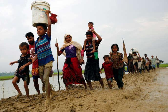 Le 3 septembre, des Rohingya fuient vers le Bangladesh pour échapper aux persécutions en Birmanie.