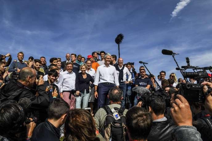 Dimanche 3 septembre, le président de la région Auvergne-Rhône-Alpes, Laurent Wauqiez a gravi le Mont-Mézenc (Haute-Loire), un rituel politique organisé depuis 2012.